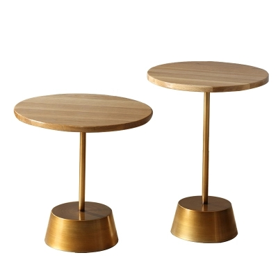 Гостиная диван сторона углу дубовый стол металла маленькая тумбочка балкон отдыха небольшой журнальный столик