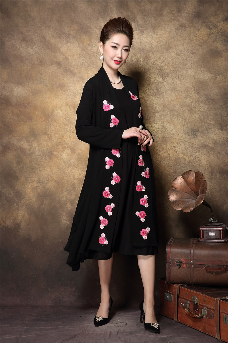 2018China style middle age women elegant twinset embroidery dress ...