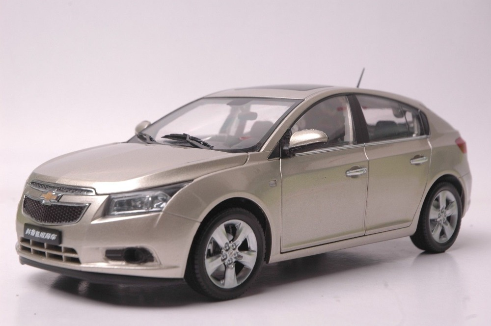 1:18 Diecast Model for Chevrolet Cruze 2012 Gold Hatchback Alloy Toy Car Collection Gifts cheverolet monza ixo chevrolet car 1 43 model