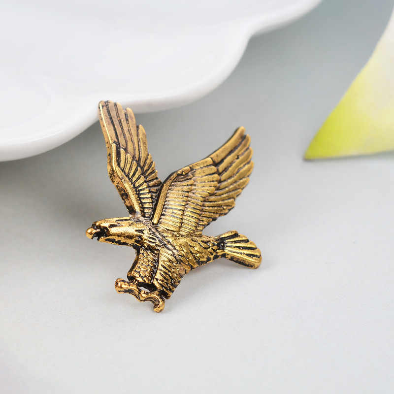 97bf0ecf482b ... 2017 Fashion Unisex Jewelry Eagle Animal Brooches Golden Silver Birds  Suit Pin Men Women Brooch Lapel ...