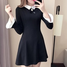 Vestido negro de una sola pieza vintage con mangas delgadas de bocina y temperamento cómodo a la moda para mujer
