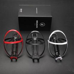 1 para skrzynka na butelki rower MTB lekka oprawa świetlna z włókna węglowego 18g uchwyt na bidon do roweru w Akcesoria do rowerów elektrycznych od Sport i rozrywka na