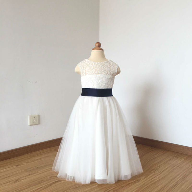 все цены на A-line Mother Daughter Dresses 2017 Holy Communion Dresses Sleeveless Ivory Lace Tulle Flower Girl Dress with Navy Blue Bow