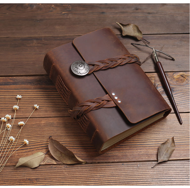 2019 Handmade high quality leather travel magazine green paper retro notebook daily notepad men and women
