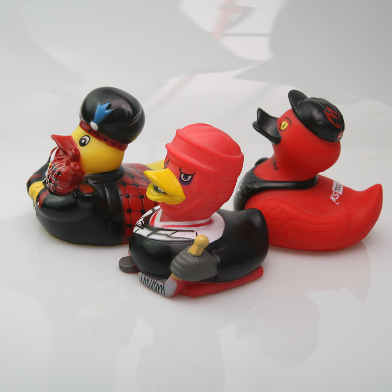 Rubber new style spoof duck red hockey rhubarb duck black hat toy duck children toy gift duck in Bath Toy from Toys Hobbies