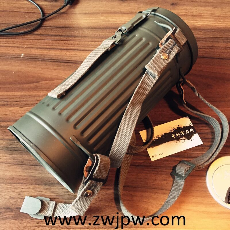 WWII WW2 MILITARY ARMY GAS MASK CANS BOX CANISTER CONTAINER AND STRAP REPLICA   DE/108101