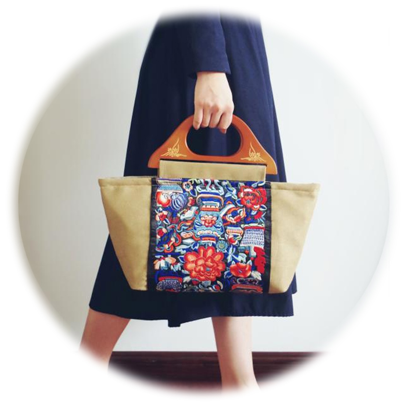 2017 Women Fashion Tote Khaki Embroidery Bags National Style Totems Handbag Wooden Handle Tote Women Handmade Bags High Quality  new national embroidery bags high quality women fashion shoulder