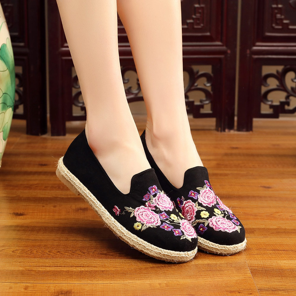 Veowalk Handmade Floral Embroidered Women Canvas espadrilles Flat Shoes  Leisure Ladies Comfort Slip on Loafers Zapatos mujer-in Women s Flats from  Shoes on ... c405275ca4d3