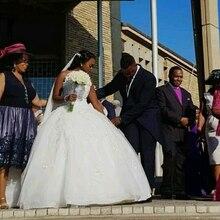 18082b72a62 Neue Ankunft Ballkleid Afrikanische Hochzeit Kleider 2019 A-linie Kapelle  Zug Spitze Appliques Celebrity Brautkleider