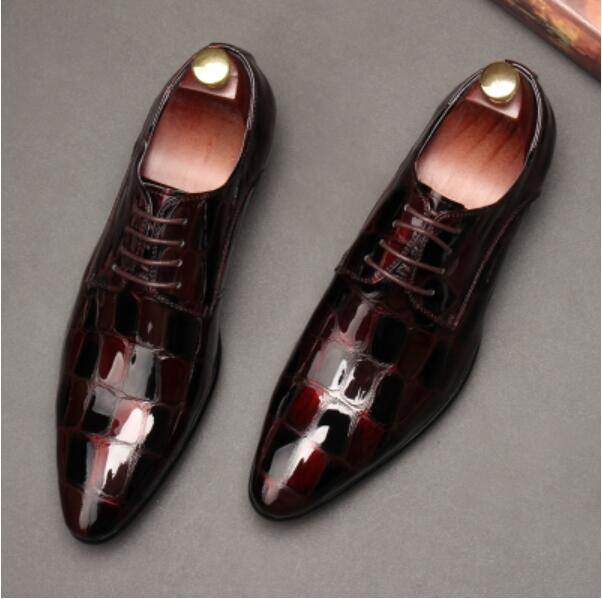 Молодежи итальянские кожаные модные оксфорды Лакированная кожа человек Бизнес блестящие Туфли оксфорды Весна мужской смокинг жениха кост