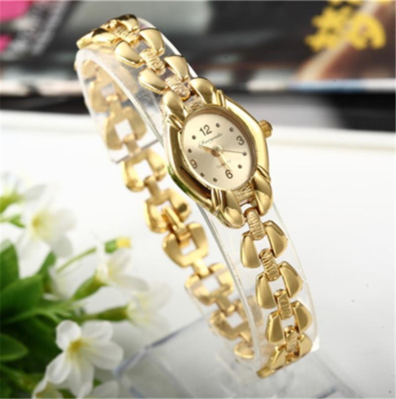 Mujer reloj de pulsera de Mujer de oro Relojes pequeño Dial cuarzo ocio  reloj Popular reloj de pulsera hora Mujer damas elegante Relojes en Relojes  de mujer ... 680c5556c42d