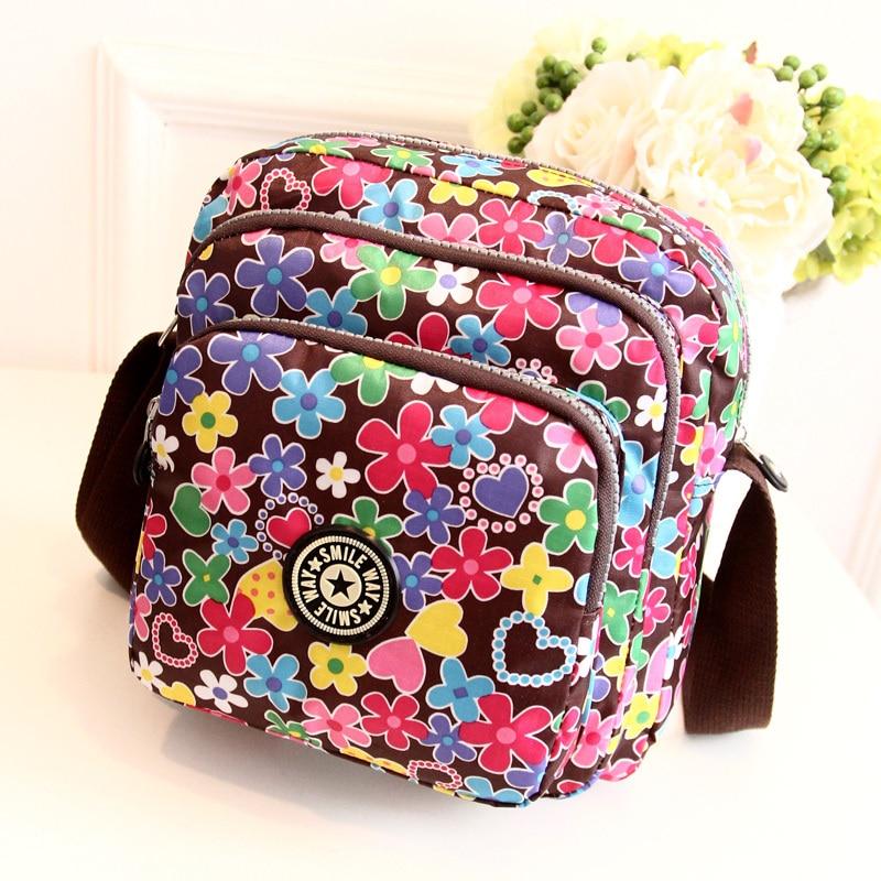 Vidéki stílusú virágok női messenger táska Könnyű, nagyobb cipzáras kis nylon táska Édes hölgy friss crossbody táska női táska