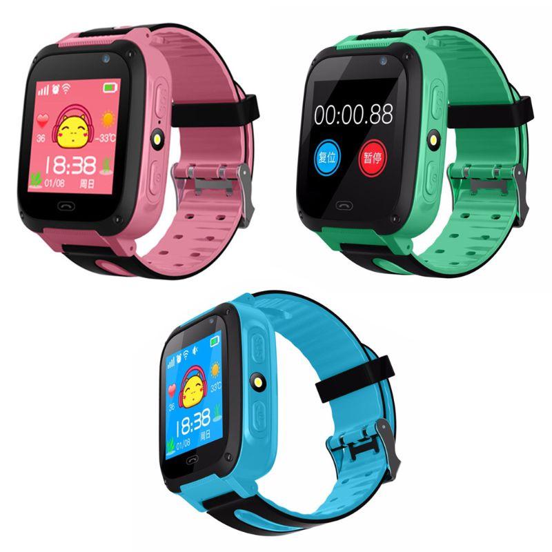 Tüketici Elektroniği'ten Akıllı Saatler'de S4 Su Geçirmez dokunmatik ekranlı akıllı saat Bilek anti kayıp SOS Çağrı Smartwatch GPS Bulucu Izci Çocuk Çocuk Hediyeler