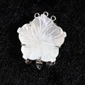 Natural de concha de perla Blanca flor de la joyería 28x28mm 3 filas broche al por mayor al por menor para las mujeres diy nacklace B845