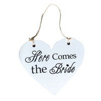 New Hot Sale Heart Shape Here Comes The Bride Sign Wedding Wooden Plaque Wedding Party Favor