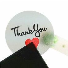 Купить онлайн 100 шт./лот прозрачный спасибо круглый уплотнения ярлык Стикеры с красным сердцем круговой Уплотнение Этикетка Стикеры ПВХ DIY label