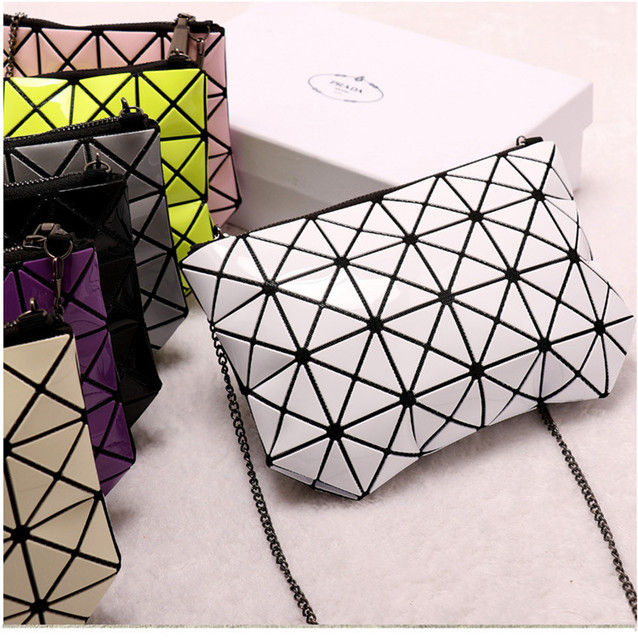 High Quality Fashion Women Cosmetic Bag Geometric Lingge Fine Chain Zipper Clasp Sequin Organizer Makeup Bag Messenger Handbag