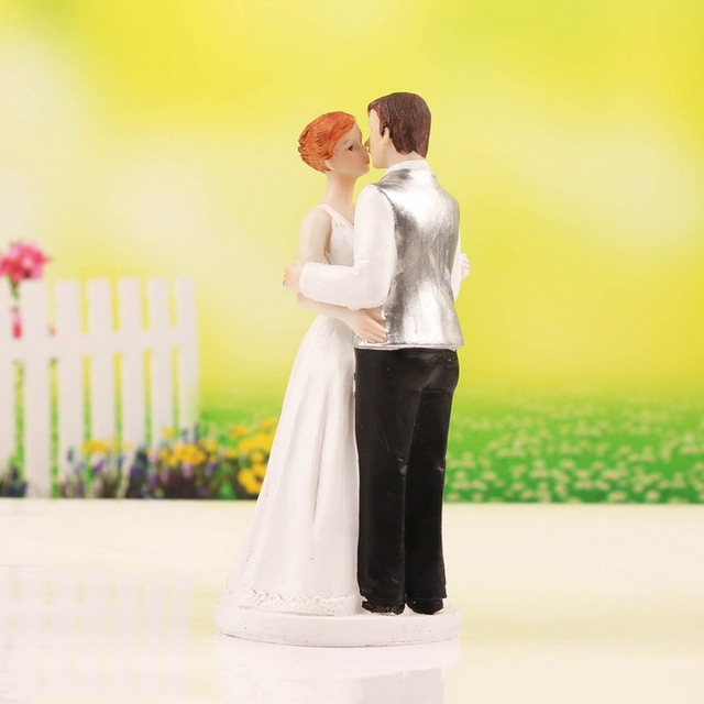 resin Kissing Couple Figurines Wedding Cake Topper For Wedding Party ...