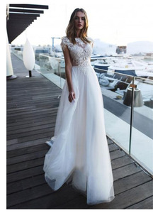 Image 1 - לורי חוף חתונה שמלת 2019 חשוף גב לקיר אורך לבן שנהב תחרה למעלה כלה שמלת רכבת חתונת שמלות