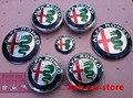 7 unids Nuevo ALFA ROMEO Insignia Del Coche pegatinas 74mm Emblema Capó Delantero + Trasero Emblema + 60mm Rueda etiqueta engomada de la rueda Hub Cap + 40mm de dirección
