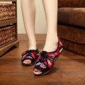 Mulheres Bordados do vintage Apartamentos Sapatos Velhos sapatos de Pano Pequim Bordado Nacional Da Lona Deslizamento Em Tecido de Algodão Macio Dança Bailarina
