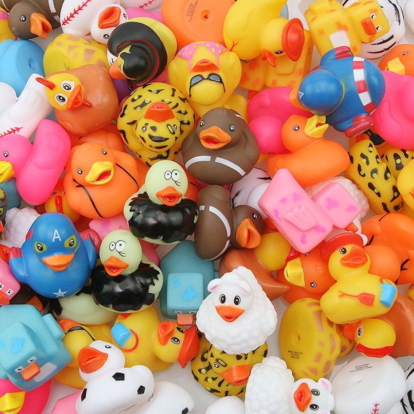 100PCS Wholesale Promotions Various Styles Water Bathroom Toys Floating Rubber Ducks Cute Lovely Duck For Baby Random Delivery
