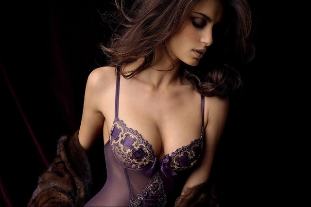 Diy Frame Catrinel Menghia Lingerie Cleavage Boobs Fashion Glamour Sexy Babes Brunettes Cloth Silk Art Wall Poster And Prints