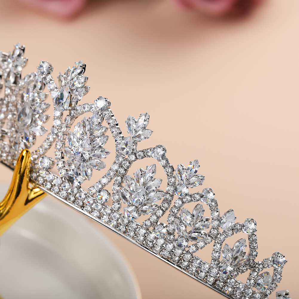 Fashion Luxury Crystal Bridal Tiaras Women Wedding Accessories Wedding Head Crown For Ladies in Hair Jewelry from Jewelry Accessories