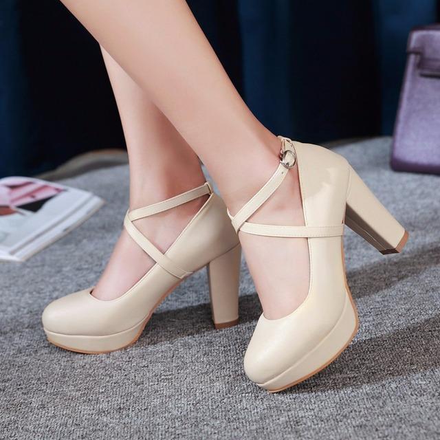 Nuevos 2017 zapatos de tacón alto mujer bombas de la plataforma del dedo del pie redondo zapatos de hebilla de color rosa blanco de la boda zapatos de novia talones atractivos del partido zapatos