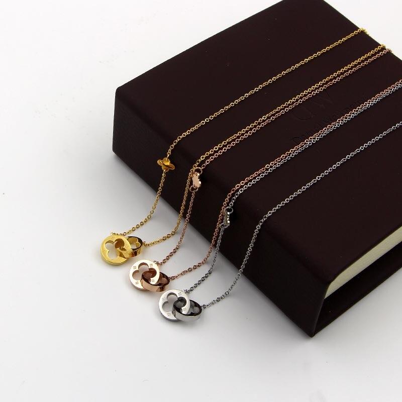 En gros nouvelle-Coréen double creux trèfle collier court mode tout-allumette titane Votre chanceux herbe claviculaire Collier femmes