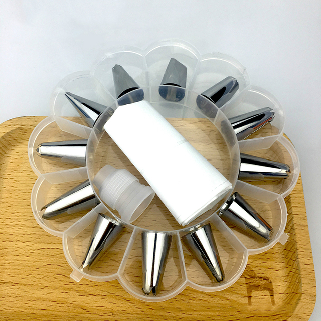 14Pcs/Set  Icing Piping Cream Pastry Bag Nozzle Set DIY Cake Decorating Set Stainless Steel Nozzle Set with Collecting Storage   2