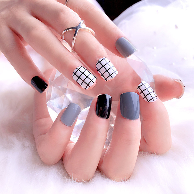 Girls White Grid Patterns Acrylic Fake Nails Women Simple Casual ...