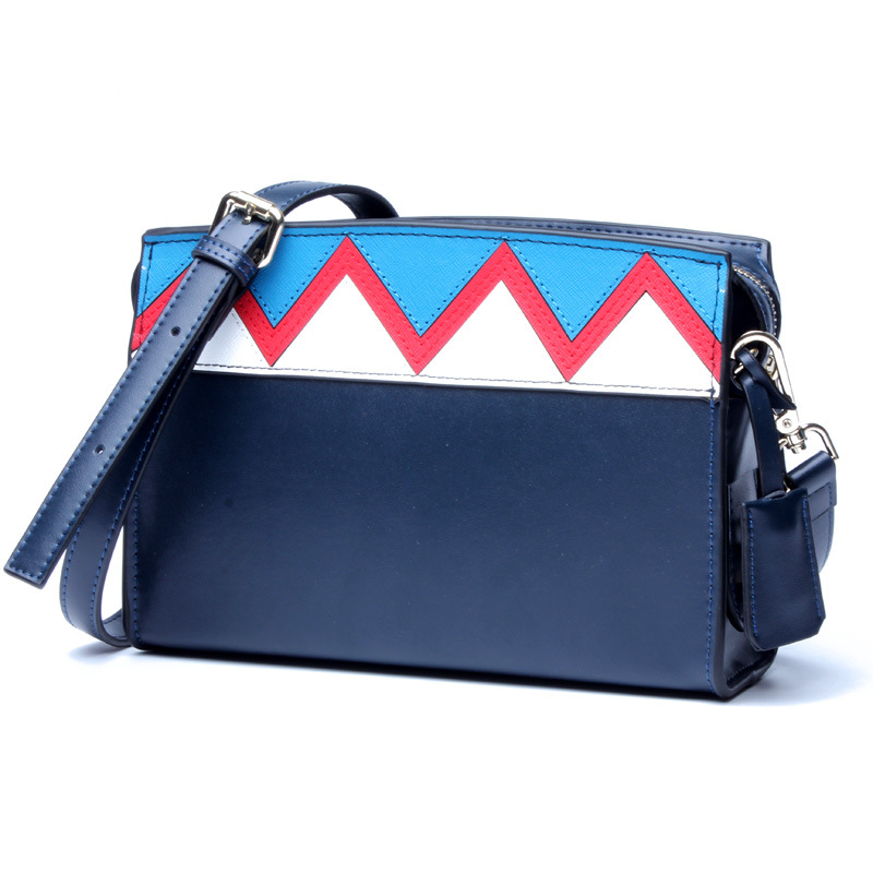The new lady Europe and the United States mixed wave pattern oblique Messenger bag The cross section the leather wide shoulder b off the shoulder backless leaves pattern blouse