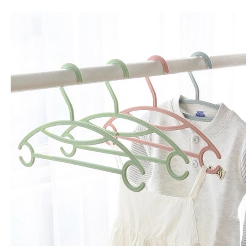 5ks / lot dětské plastové věšáky pro clohtes rodinné dětské protišmykové oděvy ramínko dětské oblečení stojan