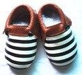 Comercio al por mayor 50 par/lote Nuevo rayado bebés se divierten los zapatos Zapatos de La Borla de Mocasines De Cuero Del Bebé de La Muchacha Infantil Bebe suaves únicos Zapatos Zapatillas