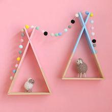 北欧スタイル保育園木製xぶら下げ収納ラックの装飾子供のためのルームのための木製の装飾ラックスカンジナビア子供ルーム