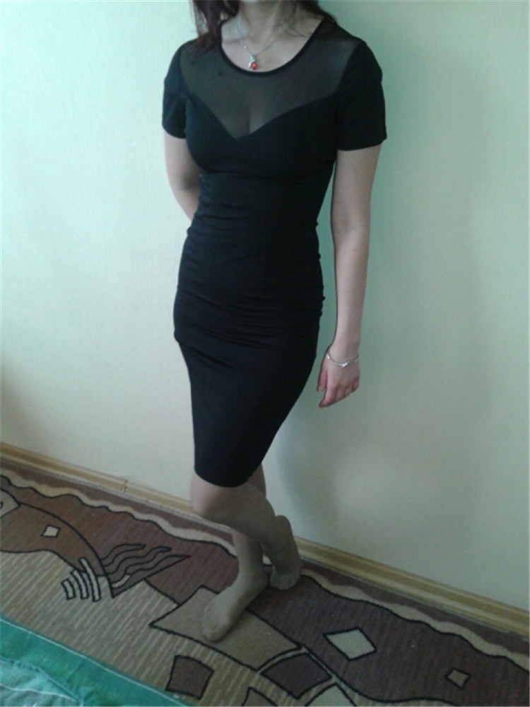 Võrgust kaelusega viisakas must kleit