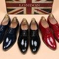 2016 Nuevos Oxfords de Los Hombres Aumento de la Altura Zapatos de Negocios Hombre Punta estrecha Con Cordones Rojos de Charol Superior Zapatos de Vestir más Tamaño