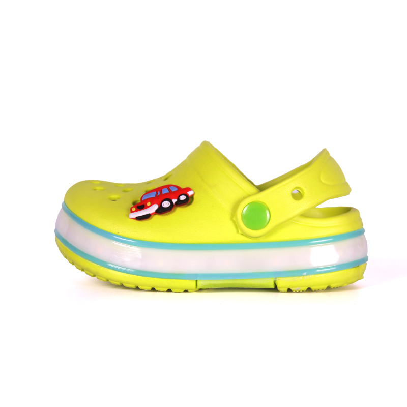 2016 New Children Led EVA Garden Shoes Kids Summer Beach Mules Clogs Sandal Mules  Boy Girl With Light Goma Holes Plastic Slipper-in Mules   Clogs from ... aa7ec63195a