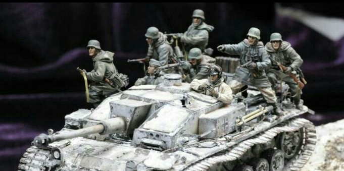 Classic 135 Scale WW2 German Armored Soldier Charge 8 People Miniatures WWII Resin Model Kit