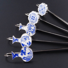 2 pcs / lot China wind metal creative bookmarks small gifts to send teachers female friends blue and white 5  paterrns