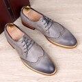 Nuevos hombres de la manera genuina tallada brogue zapatos de cuero hombre pisos de zapatos oxford bullock vintage lace up casual de negocios suave vestido