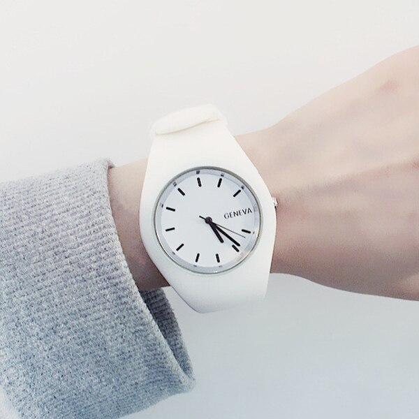 250da4ca7 Moderno de silicona de moda Mujer relojes de cuarzo Casual de alta calidad  Reloj de pulsera regalo analógico Reloj para Mujer, Reloj Mujer XFCS