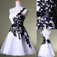 e6fe91804f2b3 Yeni Ucuz Kısa Mezuniyet Elbiseleri Beyaz ve Siyah Bir Omuz Dantel Kemer Boncuklu  Tül Abiye Balo Kokteyl Mezuniyet Elbise için