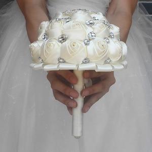 Image 3 - WifeLai EINE 1 Stück Creme Elfenbein Künstliche Blumen Braut Brosche Bouquets Stunning Kristall Stich Brautjungfer Hochzeit Bouquets W236