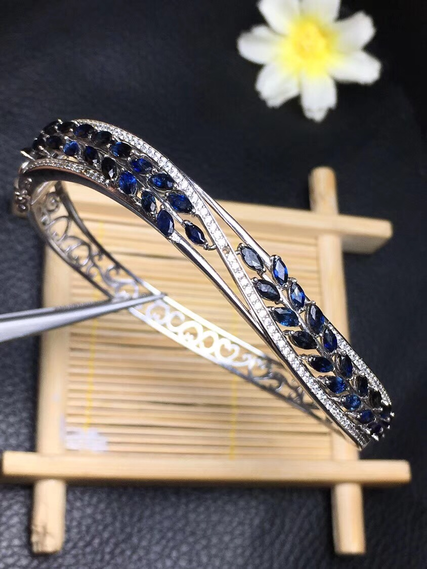The latest design of Natural Sapphire Bracelet high-end jewelry Monopoly 925 silver wear perfect effect shattered self – the end of natural evolution
