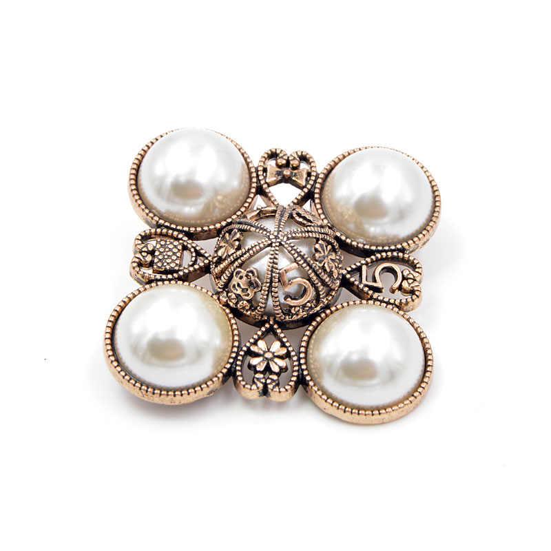 Cindy Xiang Baru 2018 Pearl Cross A Bros untuk Wanita Baroque Perhiasan Bros Pin Vintage Fashion Mantel Aksesoris