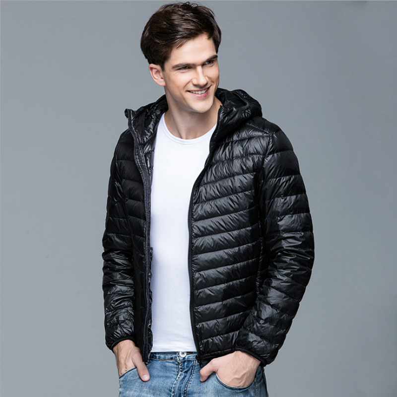 2018 New Men Winter Coat Fashion Hooded 90% White Duck Down Jackets Plus Størrelse Ultralight Down Coat Portable Slim Down Parkas