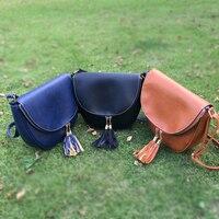 Bán buôn Khoảng Trống PU Faux Leather Chất Liệu Túi Vai Then Cửa Đóng Cửa với Đẹp Tua Fringe Túi Messenger DOM103400