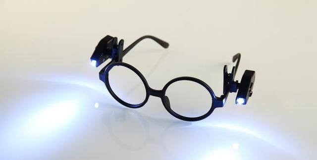 Bril Met Licht : Mini led bril licht leeslamp in mini led bril licht leeslamp van